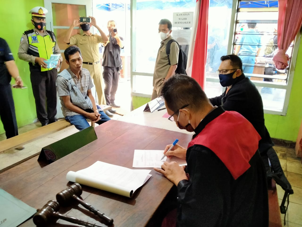 Pelaksanaan Sidang di tempat dalam Operasi Yustisi Pengawasan Masker