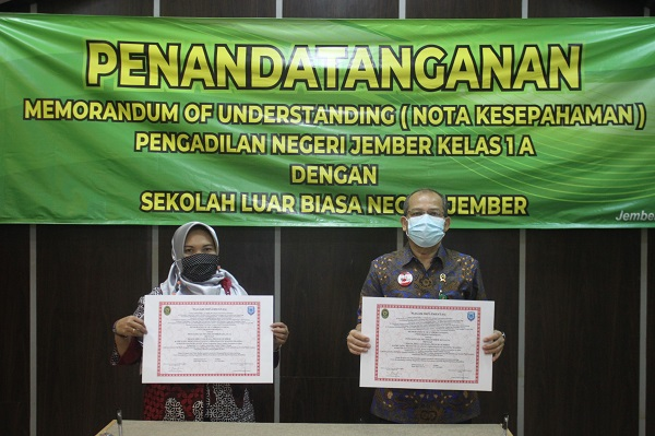 Penandatanganan Nota Kesepakatan Pengadilan Negeri Jember dengan Sekolah Luar Biasa Negeri Jember